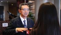 贾康回答记者有关房产税问题