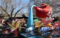 济南:布置花灯迎新年