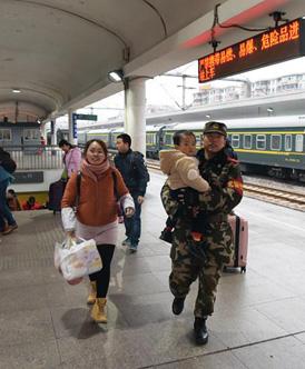 广东武警:做好春运执勤工作 确保旅客安全回家过年
