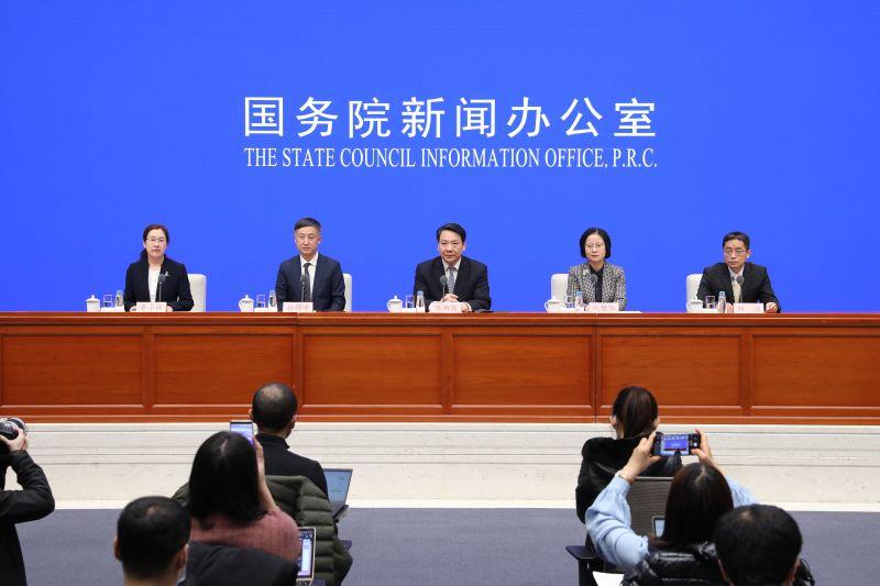 中国人民银行副行长陈雨露介绍2020年金融数据有关情况