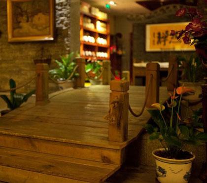 云山珠水·自然禅道茶馆以灰砖青石板体现禅精神